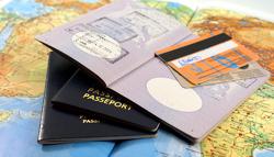Mit Kreditkarte und Reisepass auf Weltreise